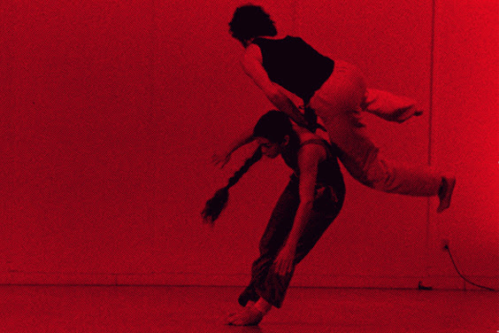 Exposition Gestes du contact improvisation au Musée de la Danse